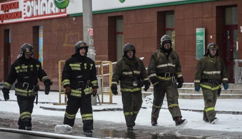 Трагедия в Кемерове: горожане несут цветы, сдают кровь и помогают родным пострадавших