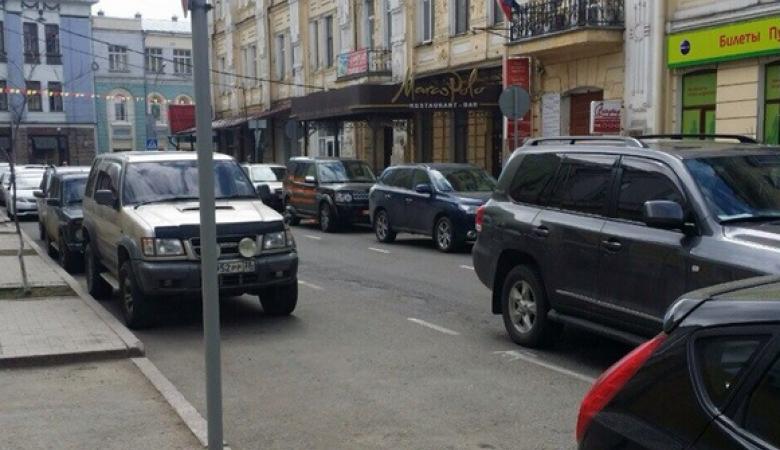 На машине генконсула Польши в Иркутске нарисовали георгиевскую ленту