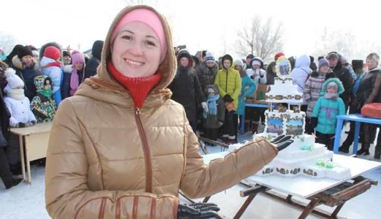 Торт весом 70 кг испекли на Масленицу в Павлодарской области Казахстана