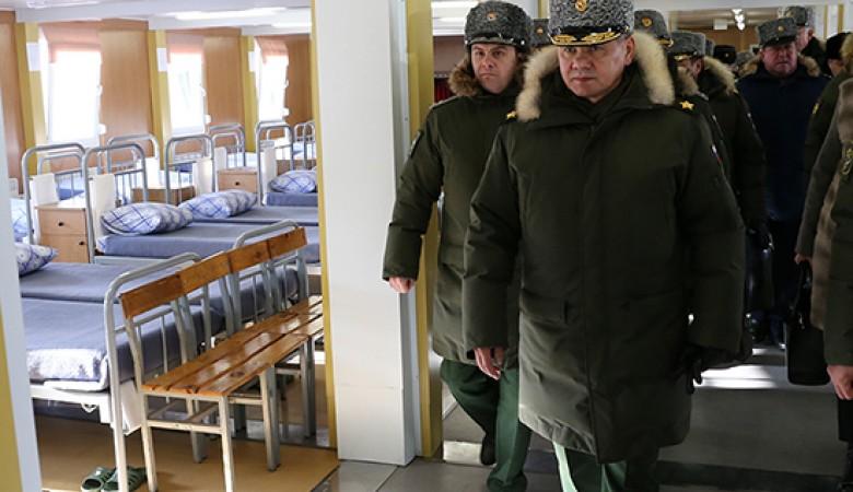 Шойгу проверил новые казармы в центре ВДВ под Омском