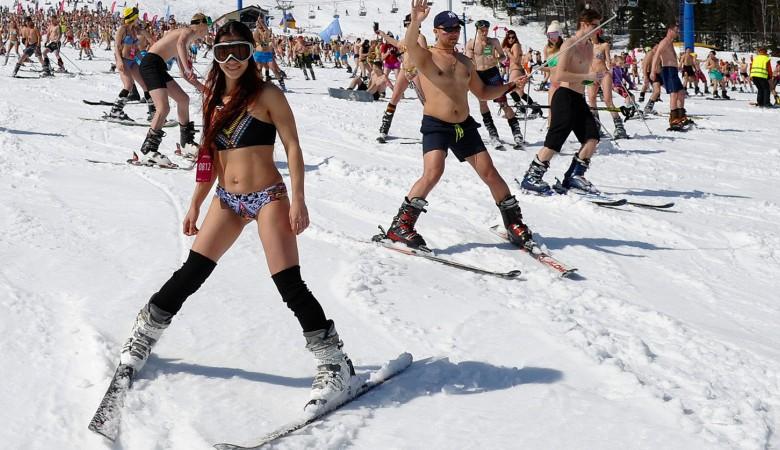 Массовый бикини-спуск прошел в Кемеровской области