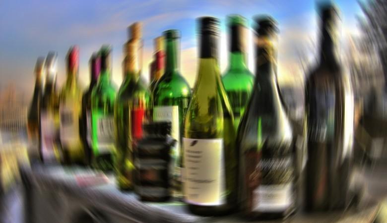 Уничтожение незаконного алкоголя в России поручат специальной организации