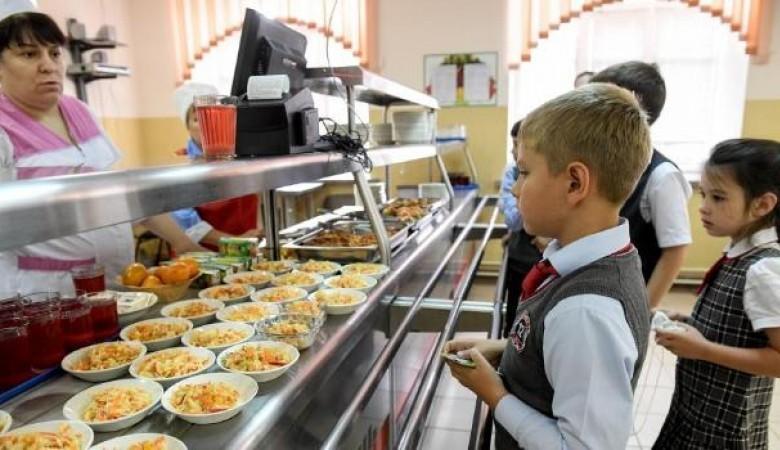 В Госдуме предложили кормить школьников только отечественными продуктами
