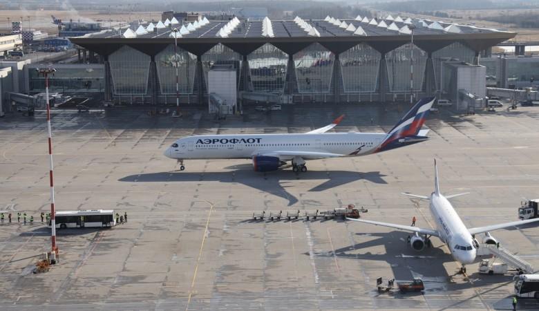 Роспотребнадзор отказался от строгих норм рассадки пассажиров в самолетах