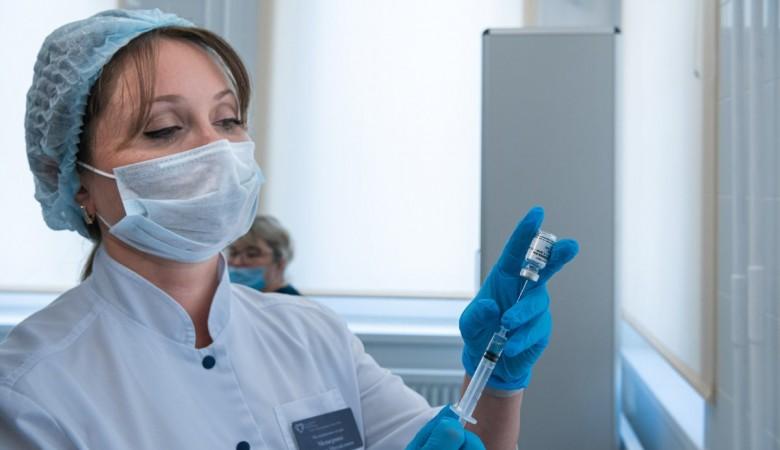 Мишустин анонсировал выход в гражданский оборот третьей российской вакцины от COVID-19