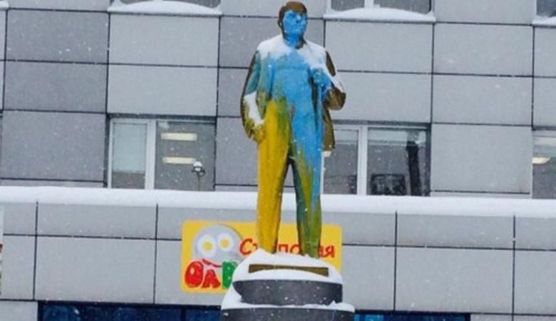 Суд в Новосибирске приговорил к реальным срокам проукраинских вандалов