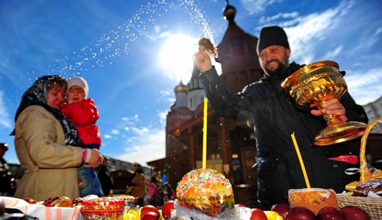 Патриарх Кирилл поздравил верующих с Пасхой и призвал не унывать из-за катаклизмов и бед