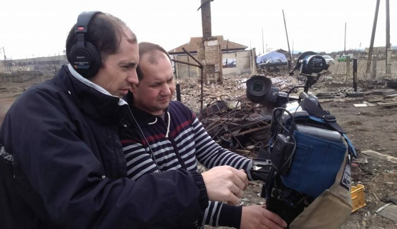 Журналиста Первого канала поймали за поджиганием травы в Хакасии