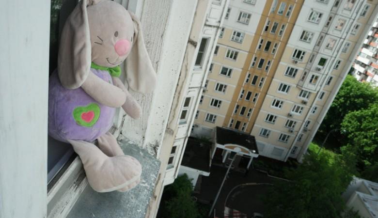Двое школьниц упали смногоэтажки вИркутской области