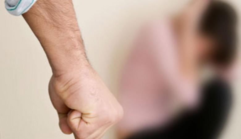 Экс-полицейский в Кузбассе получила 2 года условно за истязание девочки-подростка