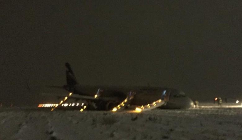 Ваэропорту Храброво нет техники для эвакуации выкатившегося запределы взлетки самолета