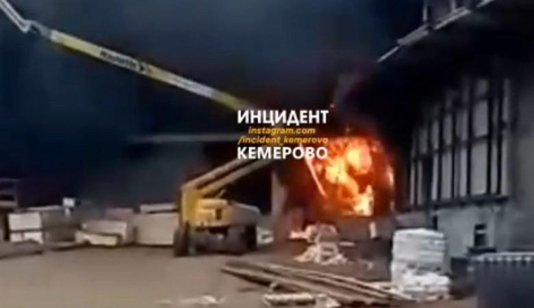 В Кемерове загорелась площадка ледового дворца «Кузбасс»