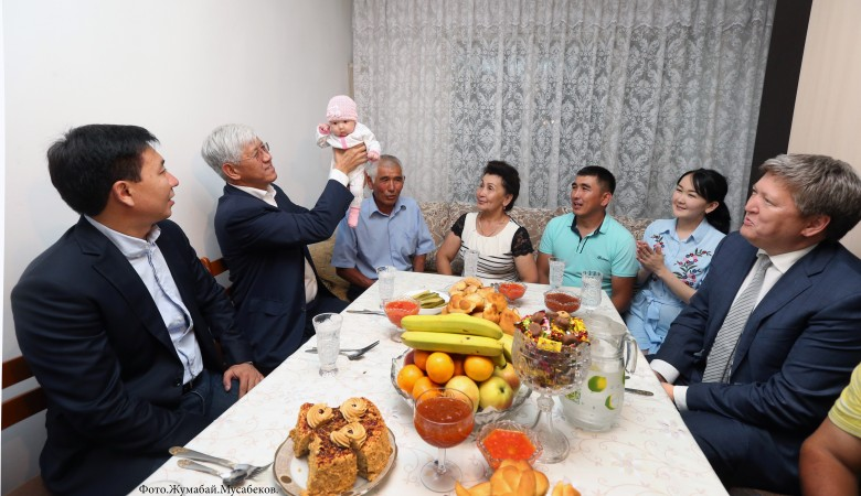 Семье 18-миллионной жительницы Казахстана государство подарило квартиру