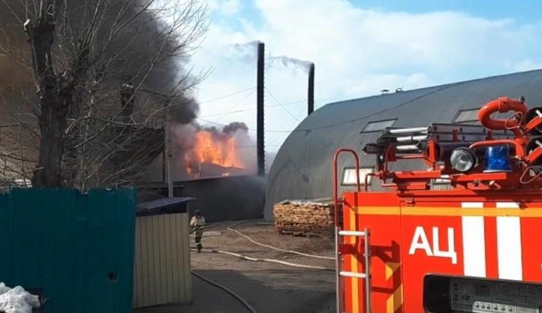 Городской рынок горит в Чите, информации о пострадавших нет (ВИДЕО)