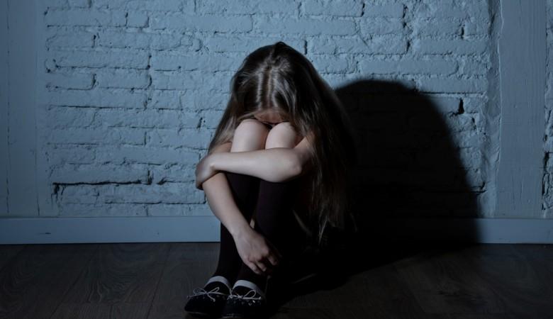 Житель Хакасии заманил 8-летнюю девочку подарками в гараж и изнасиловал