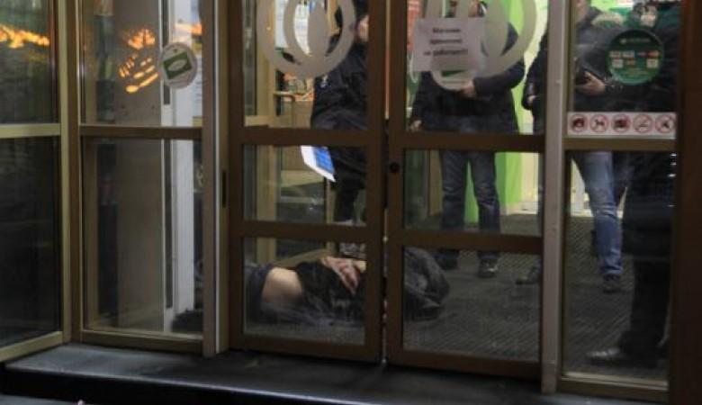 Мужчина скончался навходе всупермаркет вцентре Иркутска