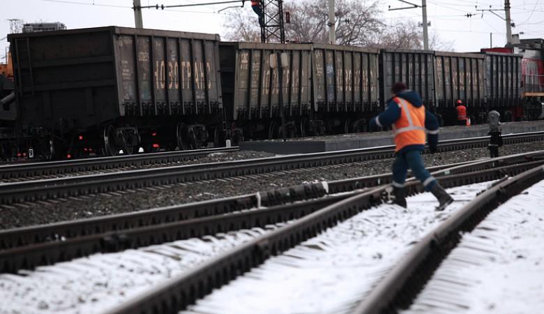 Пассажирские поезда и электрички задерживаются из-за схода вагонов под Красноярском