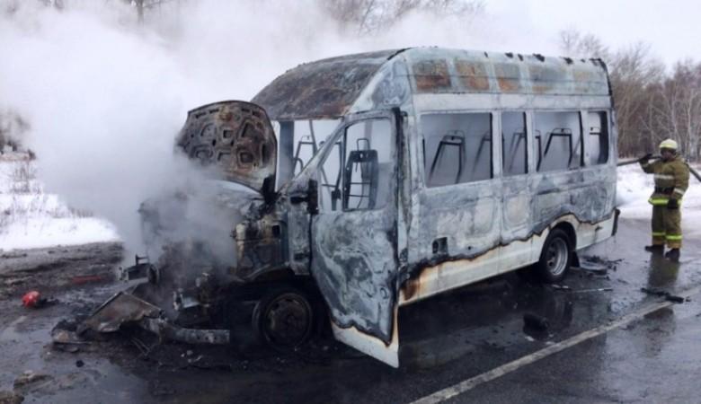 Маршрутка с одним пассажиром загорелась на трассе Павлодар-Омск