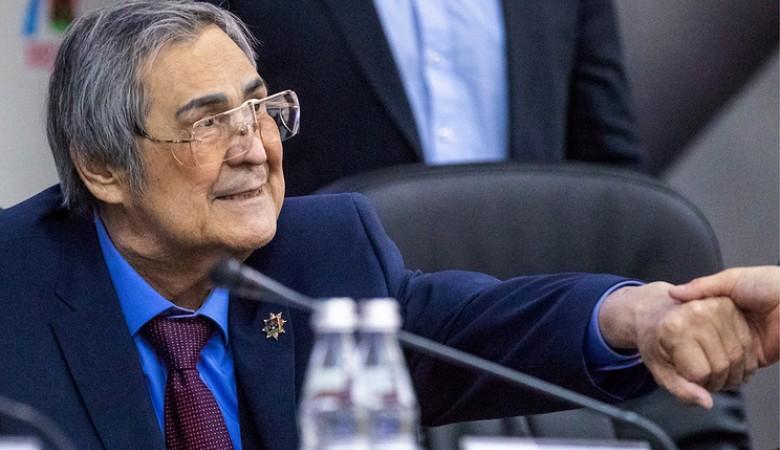 Экс-глава Кемеровской области Тулеев за 2017 год заработал 5,2 млн рублей