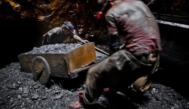 Одиннадцать шахтеров заблокированы взатопленной шахте вКитайской республике