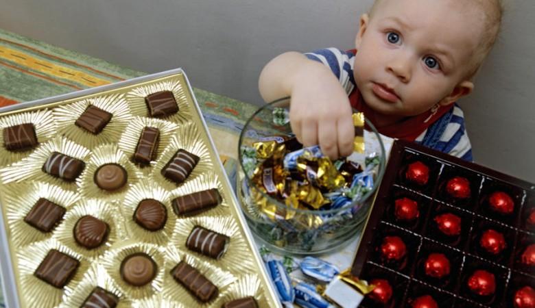 Новые новогодние подарки вручили в Иркутске пожаловавшимся на червей в конфетах