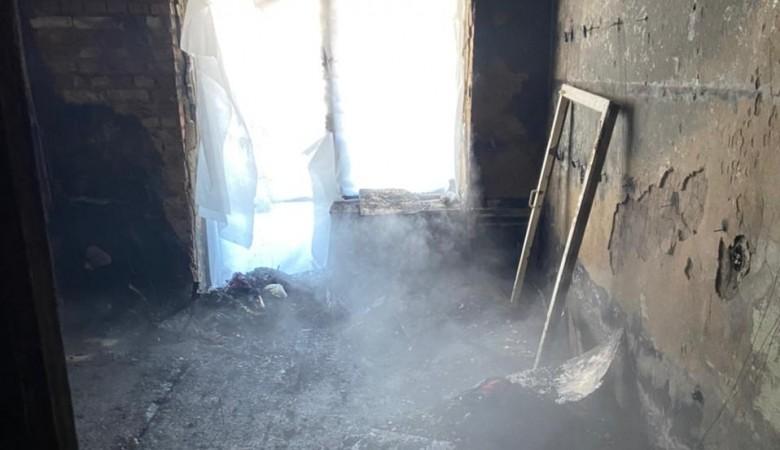 Молодая омичка выпрыгнула из окна и погибла, спасаясь из горящего пятиэтажного дома