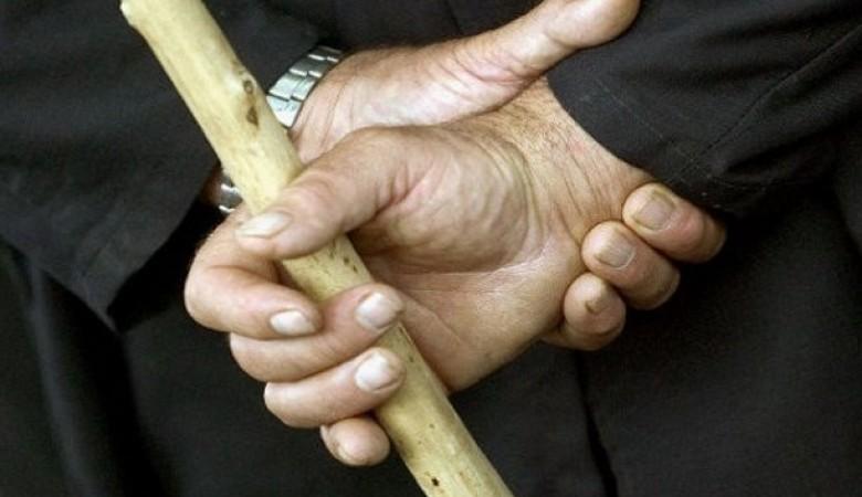 Глава сельсовета в Новосибирской области избил палкой односельчанина