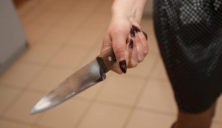 Жительница Алтайского края ударила полицейского ножом и получила условный срок