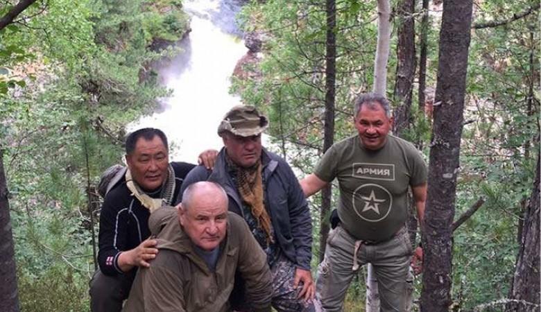 Шойгу две недели отдыхал в тувинской тайге, один губернатор травмирован
