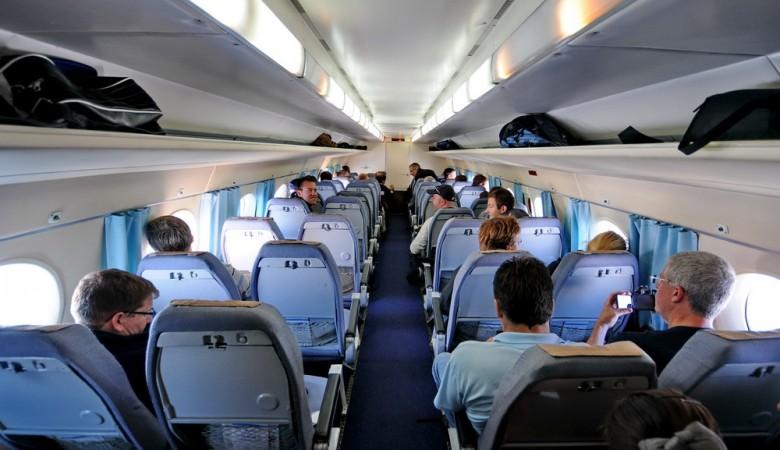 Пассажиры, вылетающие из Иркутска, потребовали заменить самолет из-за дыма в салоне