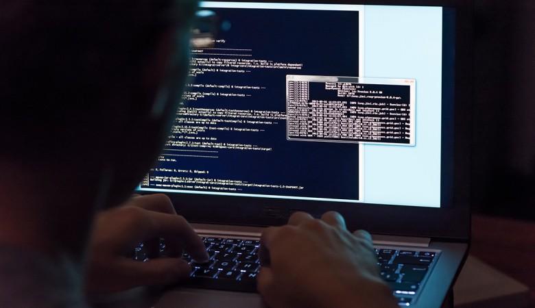 На острие кибератаки