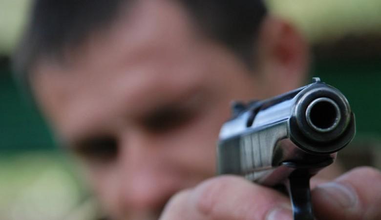 Новосибирец выстрелил изпистолета в 2-х парней иобъявлен врозыск