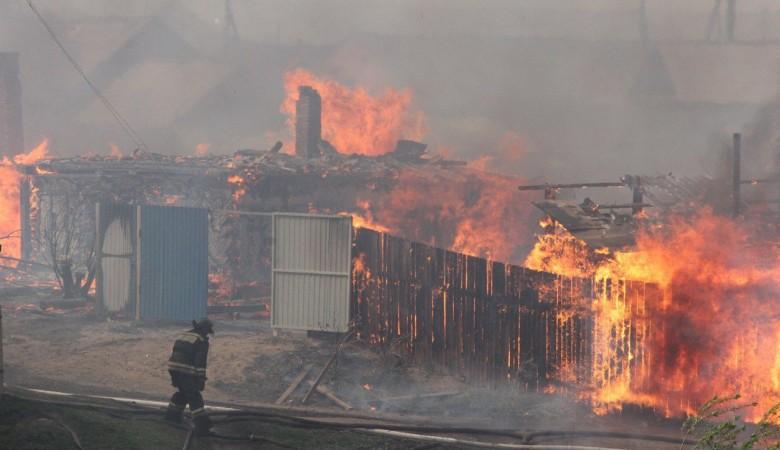 Пучков поручил к осени обеспечить жильем всех пострадавших от пожаров в Красноярском крае