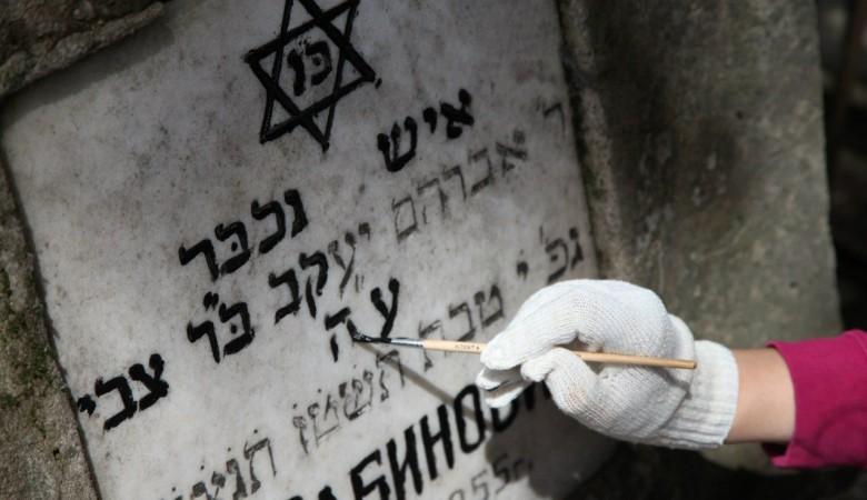 Активисты восстановят памятники на еврейском кладбище в Красноярске