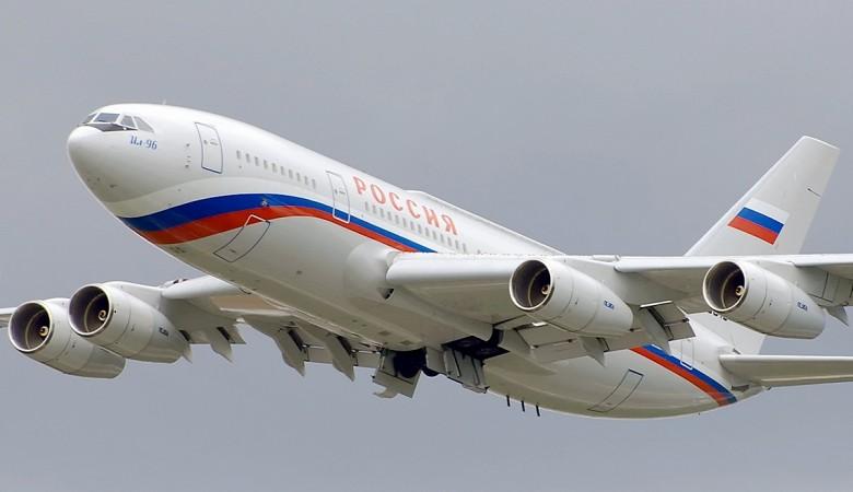 Самолет Путина не может сесть в аэропорту Абакана из-за тумана