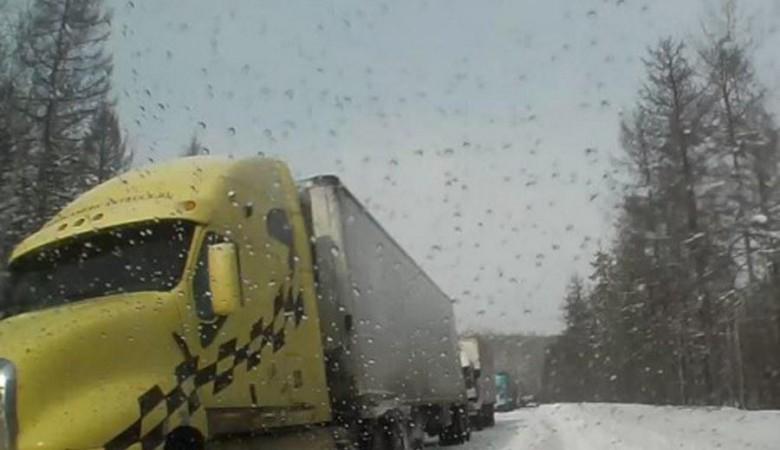 Федеральная трасса «Амур» полностью перекрыта из-за снегопада