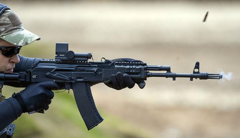 Первая партия из 8 тыс. автоматов нового поколения АК-12 поступила на вооружение ЦВО