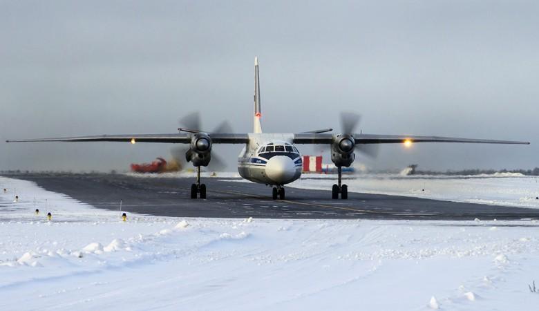 Самолет Ан-24 выкатился за пределы полосы в Томске