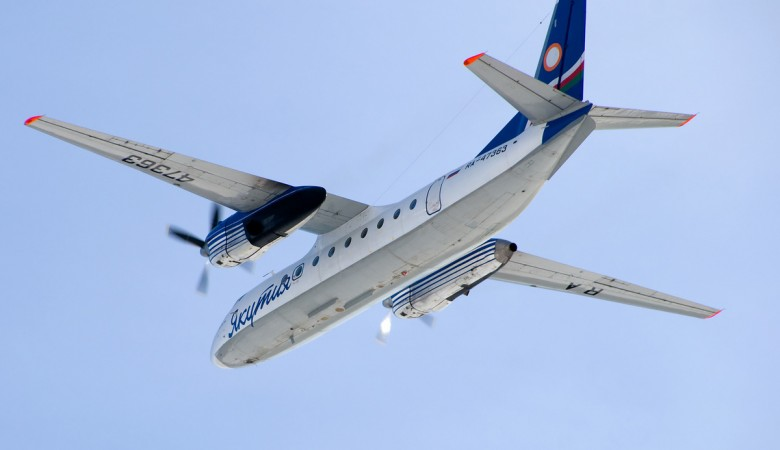 Самолет Ан-24 из-за отказа мотора совершил аварийную посадку вЯкутске