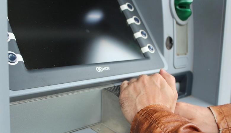 В Новосибирской области пойманы подозреваемые в краже денег из банкомата