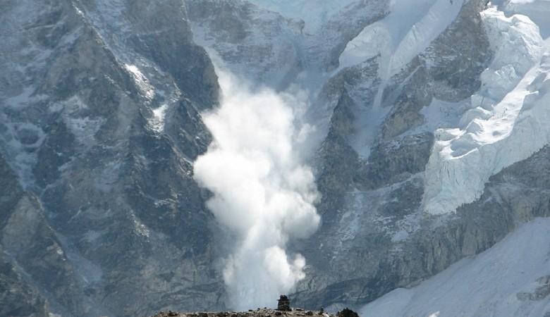 В Республике Алтай возросла опасность схода лавин из-за аномально теплой погоды