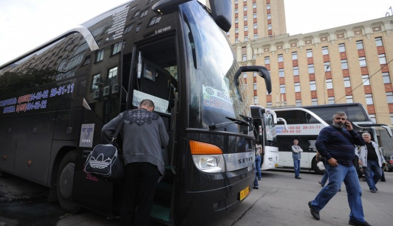 В Кузбассе микроавтобус для престарелых столкнулся с иномаркой, 16 человек пострадали