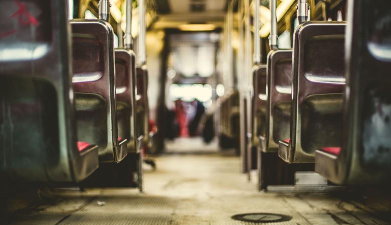 Всети интернет  опубликовали видео потасовки  между пассажирами автобуса вКемерове