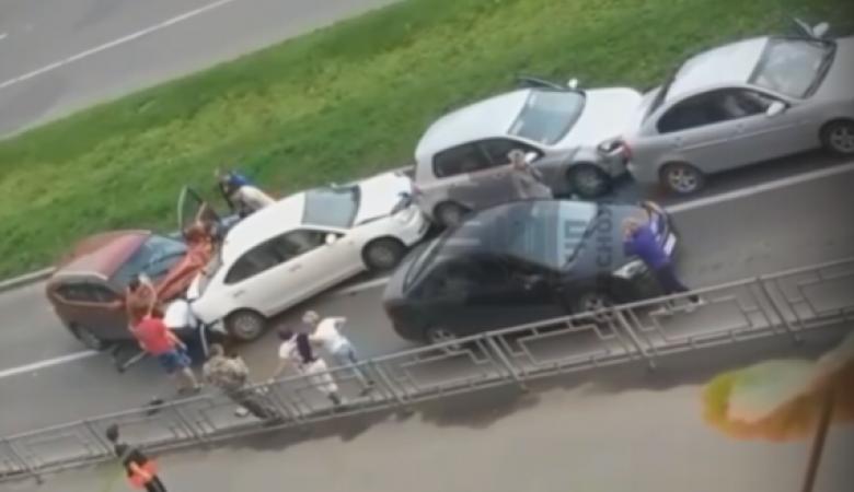 В Красноярске столкнулись 5 автомобилей. Пострадал ребенок