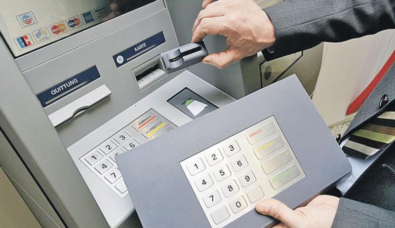 Управляющий банка похитил 6 млн через карты умерших клиентов