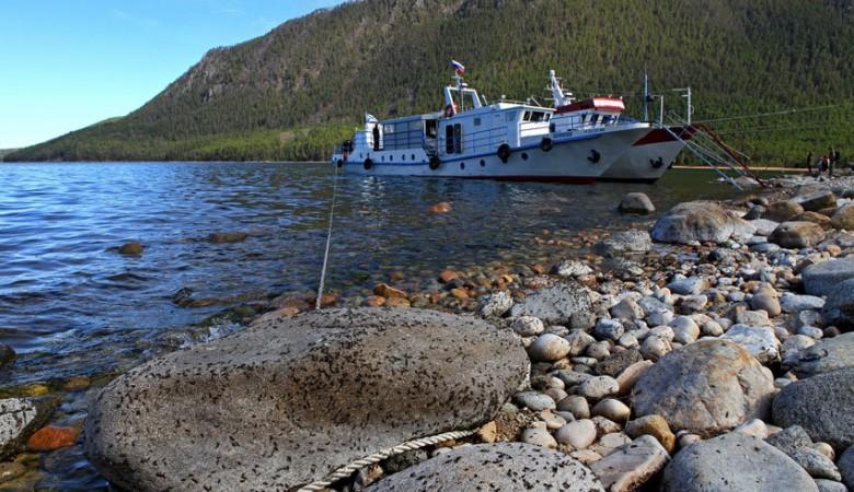 Суда на Байкале сбрасывают большую часть отходов в озеро – прокуратура