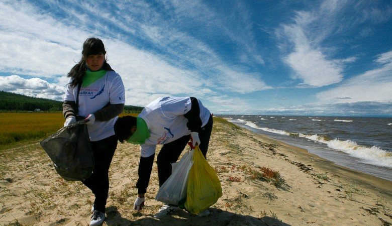 Greenpeace подсчитает пластик на берегах Байкала