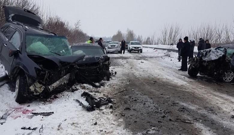 Шесть человек, в том числе двое детей, пострадали в массовом ДТП на Алтае