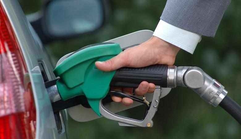 Госдума приняла закон о праве правительства РФ повышать экспортные пошлины на нефтепродукты в 2018г