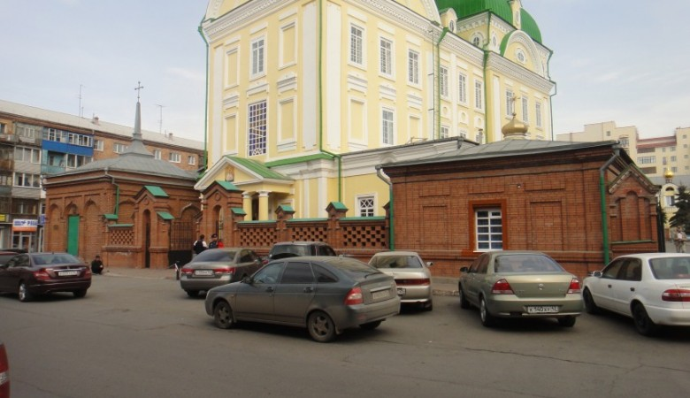 В Красноярске у женского монастыря отобрали парковку